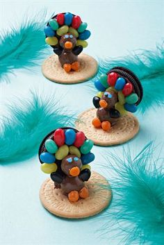 <b>Plucky peacocks<br></b><br>These peacocks are both adorable and easy to make. Baker Man, Baker Baker, Holiday Snacks, Kids Church, Party Treats, Birthday Parties, Birthday Cakes, Perfect Party, Cake Art