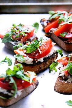 Black Olive Ricotta Tartine with Tomato and Arugula #vegetarian #recipe #tomato #tartine #bruscetta