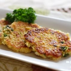 Cauliflower Quinoa Cakes; a delicious vegetarian dinner!