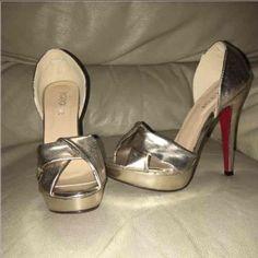 8cf83b1453db GOLD PEEP TOES W RED Bottoms SZ. 8 NWOT GOLD PEEP TOES W RED Bottoms SZ. 8  NWOT Shoes Heels