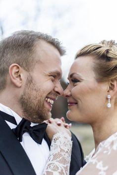 Hääpotretti Helsingissä. Diamond Earrings, Wedding Photos, Weddings, Jewelry, Fashion, Diamond Studs, Marriage Pictures, Jewlery, Moda