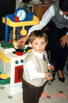 Born in September 1993, Niall James Horan is pictured here playing as a young child. so friggin cute!