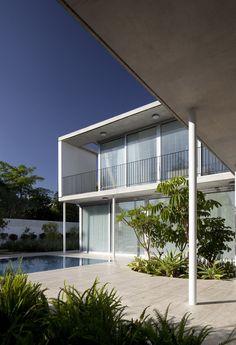House in Tel Aviv by Weinstein Vaadia Architects Photo: Amit Geron