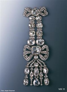Epaulette (Diamond Rose garnish) Globig, Christian August (before 1747-1798) | jeweler Globig, August Gotthelf (before 1769-after 1819) | jeweler Dresden, 1782-1789. Material and Technology 20 large and 216 smaller diamonds, silver, gold