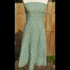 """Stunning strapless dress by J crew! This is a gorgeous strapless dress by J Crew that is in excellent condition! Made of 100% cotton and fully lined with a cotton lining. Includes silicone like material near top of dress to help avoid slippage. Back zipper with hook and loop closure. From center of top to bottom hem-length is 40"""". J. Crew Dresses"""