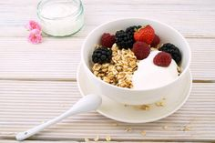 Homemade granola can be a healthy and delicious treat.Making up your own granola at home is really easy and quick. Also makes your kitchen smell great! Hcg Diet Recipes, Smoothie Recipes, Smoothie Bowl, Steak Recipes, Ketogenic Recipes, Lunch Recipes, Pasta Recipes, Soup Recipes, Cookie Recipes