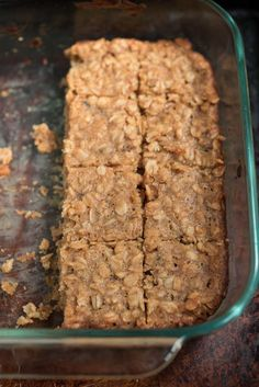 Sub out the peanut butter. Peanut Butter Oatmeal Bars- these super simple, one-bowl, gluten free bars make a great breakfast or snack Patisserie Sans Gluten, Dessert Sans Gluten, Gluten Free Desserts, Gluten Free Recipes, Oatmeal Breakfast Bars, Breakfast Cookies, Breakfast Recipes, Breakfast Bars Healthy, Mexican Breakfast