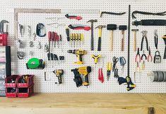 Pegboard garage organization Hanging Garage Shelves, Pegboard Garage, Garage Wall Shelving, Garage Tool Organization, Overhead Garage Storage, Garage Storage Solutions, Garage Tools, Organized Garage, Storage Ideas