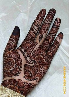 Explore latest Mehndi Designs images in 2019 on Happy Shappy. Mehendi design is also known as the heena design or henna patterns worldwide. We are here with the best mehndi designs images from worldwide. Rose Mehndi Designs, Henna Tattoo Designs Simple, Legs Mehndi Design, Latest Bridal Mehndi Designs, Full Hand Mehndi Designs, Mehndi Design Pictures, Henna Art Designs, Mehndi Designs For Beginners, Wedding Mehndi Designs
