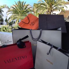 ImageFind images and videos about luxury, rp and Valentino on We Heart It - the app to get lost in what you love. Boujee Lifestyle, Luxury Lifestyle Fashion, Wealthy Lifestyle, Sugar Baby, Shopping Spree, Go Shopping, Korean Girl Style, Birthday Goals, Sacs Design