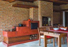 As paredes de tijolos chamam a atenção com o assentamento de juntas desenco...