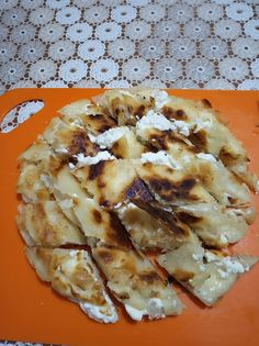 Περέκ ή φυλοτά όπως τα έλεγε η γιαγιά !!! 1 μεγάλο φύλλο -τα φύλλα Περέκ τα βρίσκουμε σε καταστήματα με βιολογικά προιόντα.- Τυρί φέτα Ηλ... Greek Pita, Greek Recipes, Hawaiian Pizza, Pineapple, Food And Drink, Pie, Sweets, Cheese, Fruit