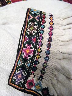 FolkCostume&Embroidery: Pozaihlenne and Nastyl [Pearl stitch] Embroidery of Pokuttia and West Podillia, Ukraine Baby Embroidery, Shirt Embroidery, Ribbon Embroidery, Cross Stitch Embroidery, Embroidery Designs, Small Cross Stitch, Cross Stitch Rose, Cross Stitch Designs, Folk Clothing
