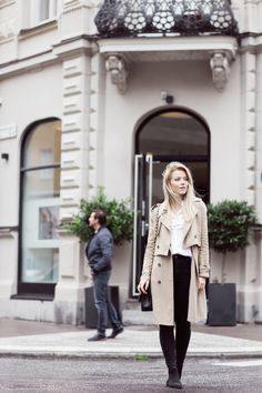 Linda Juhola in long beige LXLS coat, Gina Tricot white shirt, black Zara jeans, Chanel bag and NLY shoes