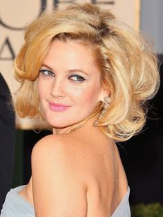 UGH LOVE HER HAIR/ if i ever have short hair, i wish I  would be able to style it like this