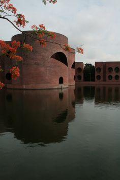 Louis Kahn, National Assembly Building of Bangladesh (1961-82)