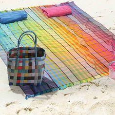 Η συλλογή από πετσέτες θαλάσσης της εταιρείας Nef-Nef μαγνητίζει τα βλέμματα. Η πετσέτα θαλάσσης Carol, διαθέτει υπέροχους χρωματισμούς και μπορεί να χρησιμοποιηθεί και ως παρεό. Κλέψτε τις εντυπώσεις στην παραλία. Beach Woman, Picnic Blanket, Outdoor Blanket, Picnic Quilt