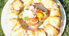 Helppo ja herkullinen croissant kranssi Croissant, Tacos, Food And Drink, Mexican, Ethnic Recipes, Crescent Roll, Crescent Rolls, Mexicans, Breakfast Croissant