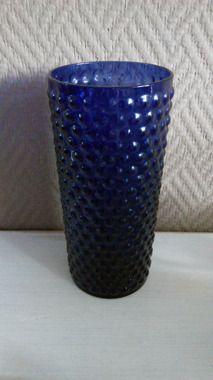 """""""Näppylä"""" flower vase by Saara Hopea. Nuutajärvi production."""