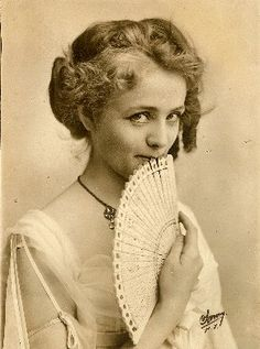 Maude Adams - Stage actress in the Late Victorian era - Stunning! Antique Photos, Vintage Pictures, Vintage Photographs, Old Pictures, Old Photos, Maude Adams, Old Photography, Underwater Photography, Underwater Photos