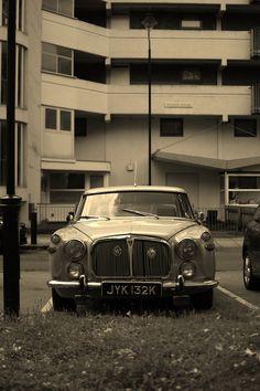 Rover P5 Fiat 600, Classy Cars, British Bulldog, Car Shop, Range Rover, Life Inspiration, Jaguar, Cars And Motorcycles, Muscle Cars