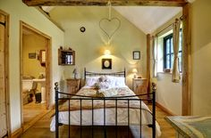 Single storey luxury in your romantic holiday cottage. With an en-suite shower room, fitted double wardrobe and your fully equipped lounge/ kitchen/ diner, what more could you want for a well-earned break?