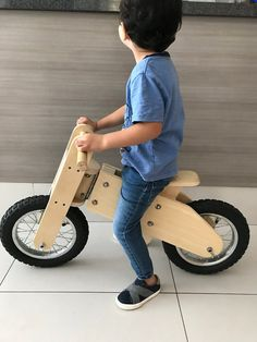 Bicicleta de Balance de Madera Balance Bike Wooden balance | Etsy Wooden Toy Cars, Wood Toys, Woodworking For Kids, Woodworking Projects That Sell, Pallet Kids, Plywood Projects, Wood Bike, Balance Bike, Furniture