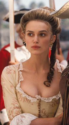 Keira Knightley as Elizabeth Swann in Pirates of the Caribbean : The Curse of the Black Pearl Keira Knightley Movies, Keira Knightley Pirates, Keira Christina Knightley, Keira Knightley Hair, Elizabeth Swann, Kira Knightly, Stars Nues, English Actresses, Pride And Prejudice