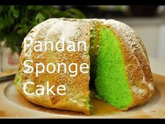 I've made this green pandan sponge cake several times now with this recipe and each time it is beautifully raised and did not collapse. Pandan is a tasty palm leaf. Pandan Cake, Pandan Chiffon Cake, Cakes Without Butter, Butter Cakes, Pear Cake, Green Cake, Sponge Cake Recipes, Asian Desserts, Pastry Cake