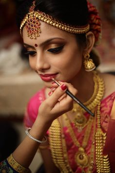 Her makeup was done by Akriti Sachdev, Mesmereyes in a traditional style.