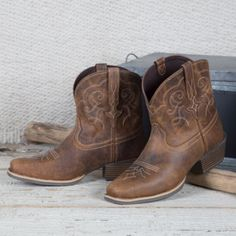 Shop Women's Justin Boots Brown Tan size Ankle Boots & Booties at a discounted price at Poshmark. Description: Justin's cowgirl boots worn once for around an hour box included. Justin Cowgirl Boots, Short Cowgirl Boots, Cowboy Boots Women, Western Boots, Western Wear, Fashion Heels, Fashion Boots, Women's Fashion, Fashion Spring