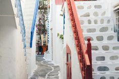 beautiful mykonos towns streets