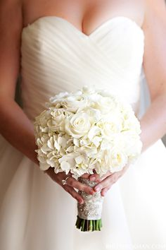 Wedding Bouquet {Brett Hickman Photographers - http://bretthickman.com/} via http://www.lemagnifiqueblog.com/