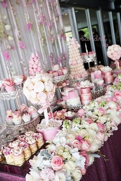 how cute is this decor with colordul flowers and a lot of sweets?