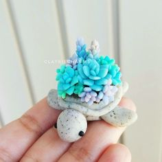 Make a clay turtle hollow out where the shell would be and but a tea candle or dirt and a plant Fimo Kawaii, Polymer Clay Kawaii, Fimo Clay, Polymer Clay Charms, Polymer Clay Projects, Polymer Clay Creations, Polymer Clay Art, Clay Crafts, Polymer Clay Turtle