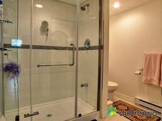Salle de bain au sous-sol Bungalow, Quebec, Alcove, Bathtub, Bathroom, Home, Standing Bath, Washroom, House
