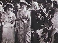 Vom letzen Kaiser gibt es sogar ein Video!    Nach der Hochzeit von Karl I. und Zita von Bourbon-Parma: Kaiser Franz Joseph, Karl, Zita, Franz Ferdinand und Josepha in der Gartenlaube, 1911.