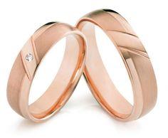 Klassische Trauringe aus Rotgold mit elegantem Touch. Ein 0,03 Karat Brillante wertet diese Ringe zusätzlich auf.  Trauringe / Eheringe Soest - 333er Rotgold