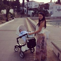 Here are Jennifer and baby Niko having an autumn stroll around picturesque Spetses, Greece :) Milsaps L Stano David Mom And Baby, Baby Kids, Jennifer Stano, Postpartum Fashion, Gucci Baby, Kid Swag, Baby Family, Family Pics, Pregnancy Looks
