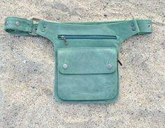 Moldes e Apostilas para Artesanato: Backpack Purse, Clutch Bag, Sewing Clothes, Diy Clothes, Leather Handbags, Leather Bag, Handbag Tutorial, Tunic Sewing Patterns, Hip Bag