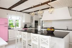 51 Gorgeous and inspirational kitchens I can't pin the exact pic that I like...