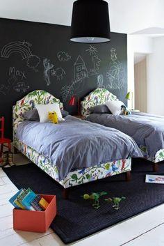 125 großartige Ideen zur Kinderzimmergestaltung - schwarze tafel als wandgestaltung im kinderzimmer  betten