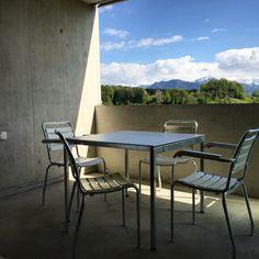 Diese Woche geliefert. Klassische Balkonmöbel von Atelier Alinea  #atelieralinea #wohnideeluzern #gartenmöbel #balkonmöbel