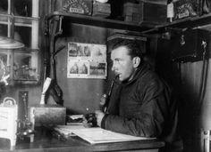 Pese a precedentes más antiguos, la hipótesis que Alfred Wegener publicó en 1915 es el origen de la moderna tectónica de placas