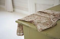P ö m p e l i pompeli noa noa miniature, nude pink,  girl´s vintage style tunic, old green cabinet