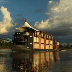 Vapor en el río Amazonas