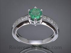 Sortija realizada en oro blanco, diamantes y Esmeralda Colombia, diseñada por Riviere Diamonds.