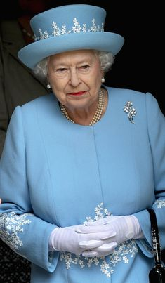 Queen Elizabeth in Wedgewood. Love this picture for Queen Elizabeth II. God Save The Queen, Hm The Queen, Royal Queen, Her Majesty The Queen, English Royal Family, British Royal Families, Die Queen, Queen Hat, Royal Uk