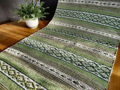 Rosengång #ScandinavianRugs Weaving Designs, Weaving Patterns, Floor Cloth, Floor Rugs, Loom Weaving, Hand Weaving, Textiles, Tear, Recycled Fabric
