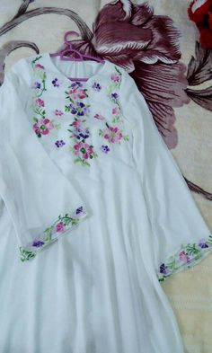 Embroidered Clothes, Hijab Fashion, Floral Tops, How To Wear, Dresses, Women, Bohemian, Embroidery, Vestidos